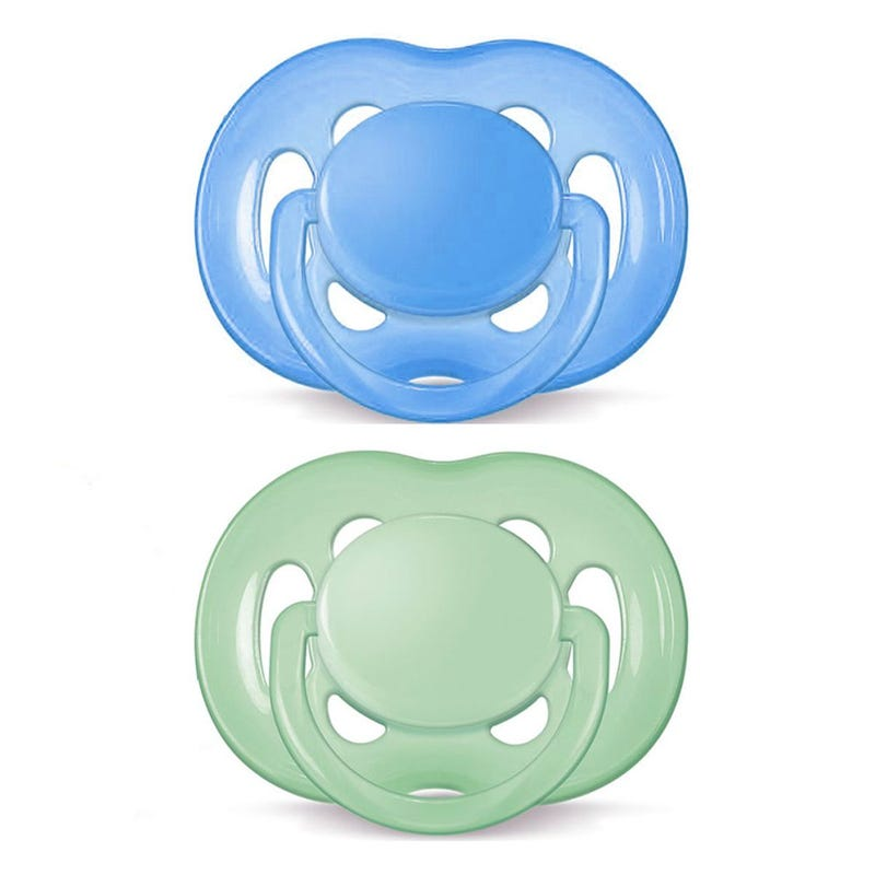 Free Flow Pacifiers 6-18months Set of 2