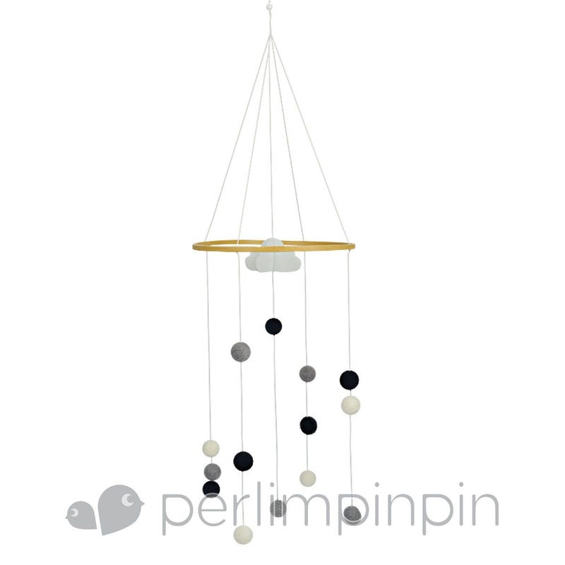 Mobile Decoratif Pompons Gris